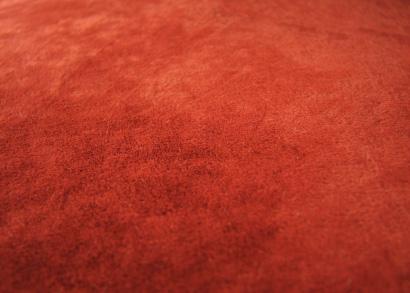 Miękki dywan shaggy w kolorze soczystej czerwieni