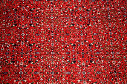 Typowy turecki dywan w kolorze czerwonym.
